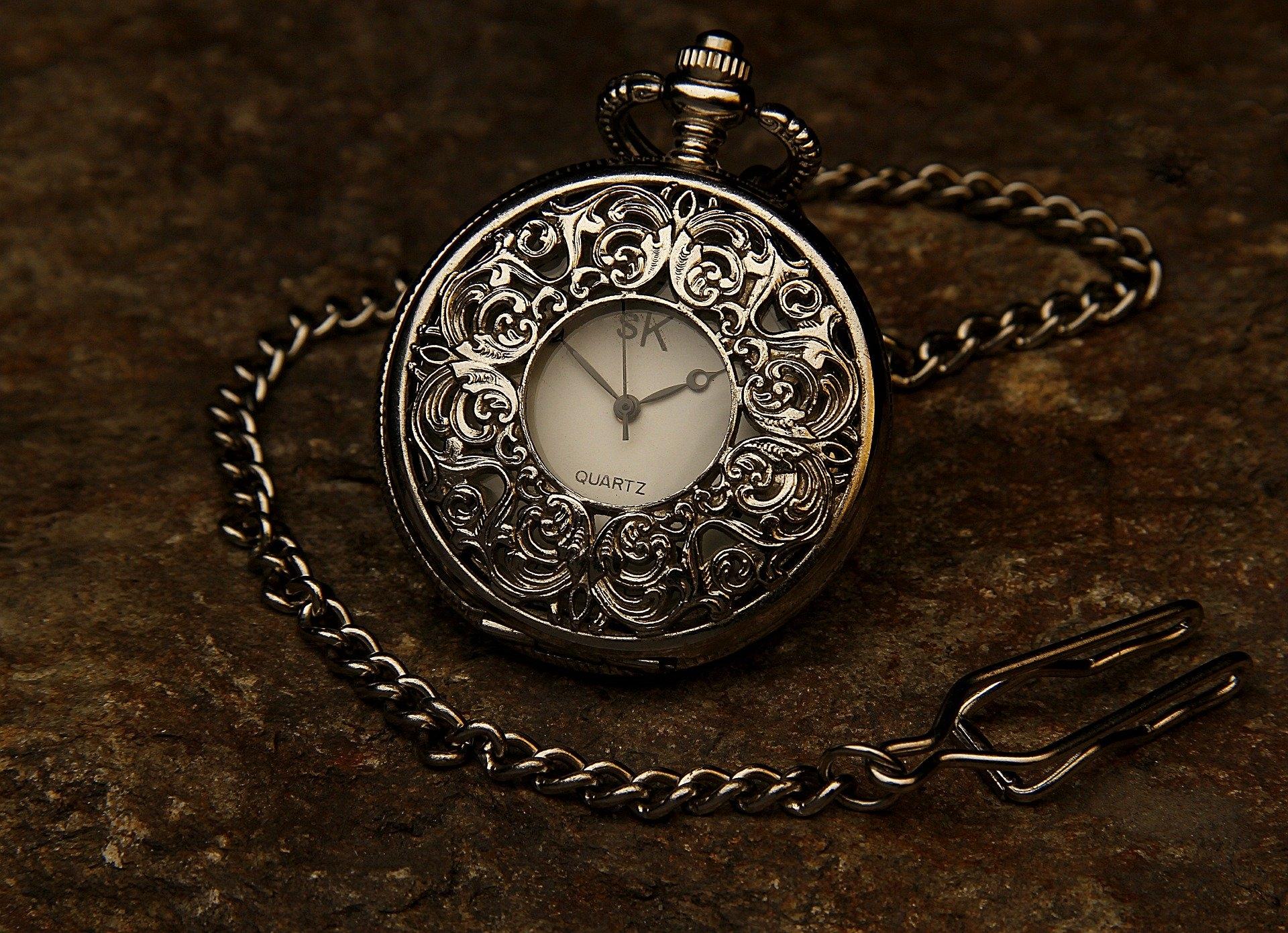 Reparación de relojes de bolsillo antiguos