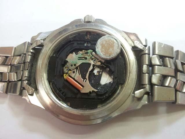 Consejos para evitar que una pila rompa un reloj de cuarzo