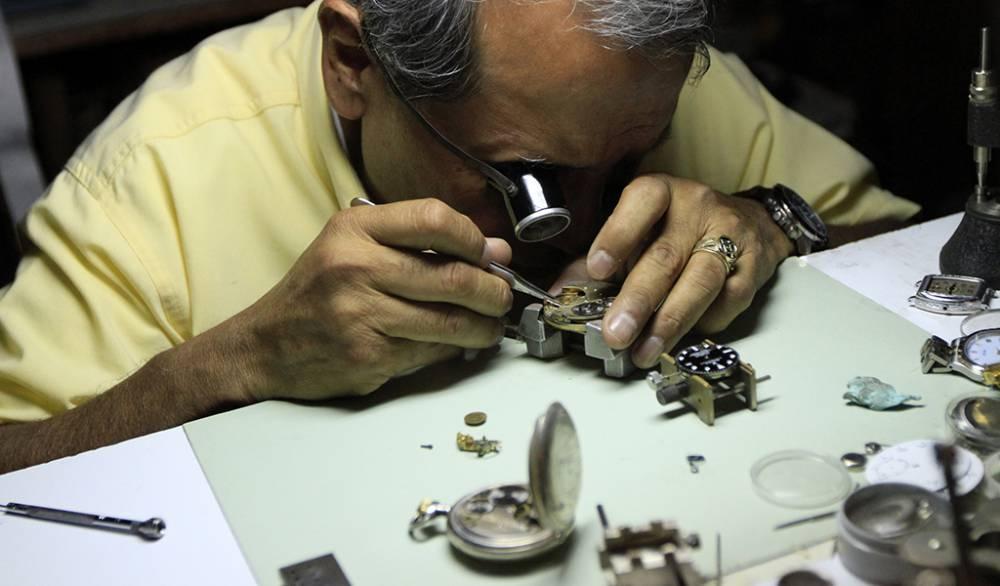 Cualidades, valores y experiencia que debe tener un buen relojero